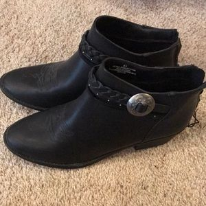 Brand new never worn DV 8 1/2 black booties